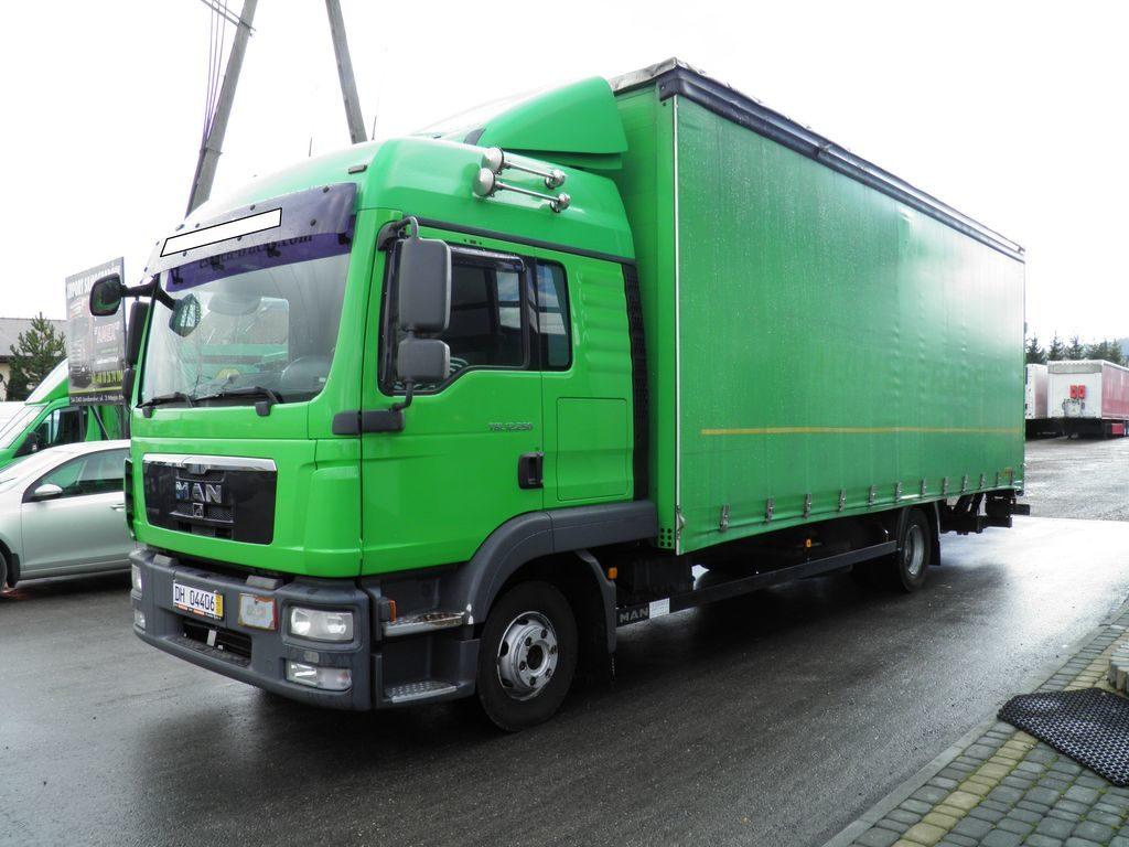Plachtová nákladní vozidla