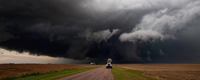 Cum păstrăm controlul camionului pe timp de furtună?