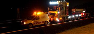Ar trebui un transportator să solicite taxe suplimentare pentru folosirea de echipamente speciale în cadrul operațiunilor de încărcare / descărcare?